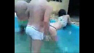 Video de suruba gostosa na piscina casais amador fudendo